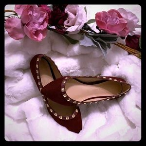 Pointed toe maroon/gold flats